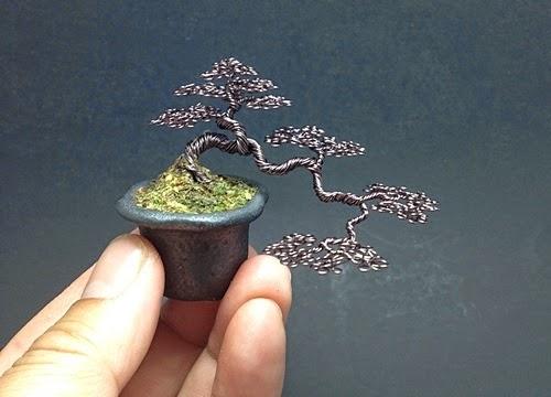 11-Ken-To-aka-KenToArt-Miniature-Wire-Bonsai-Tree-Sculptures-www-designstack-co