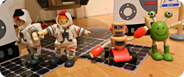 Hape Discovery Space Centre Characters Spacemen Astronauts rocket Alien Robot Wooden toy