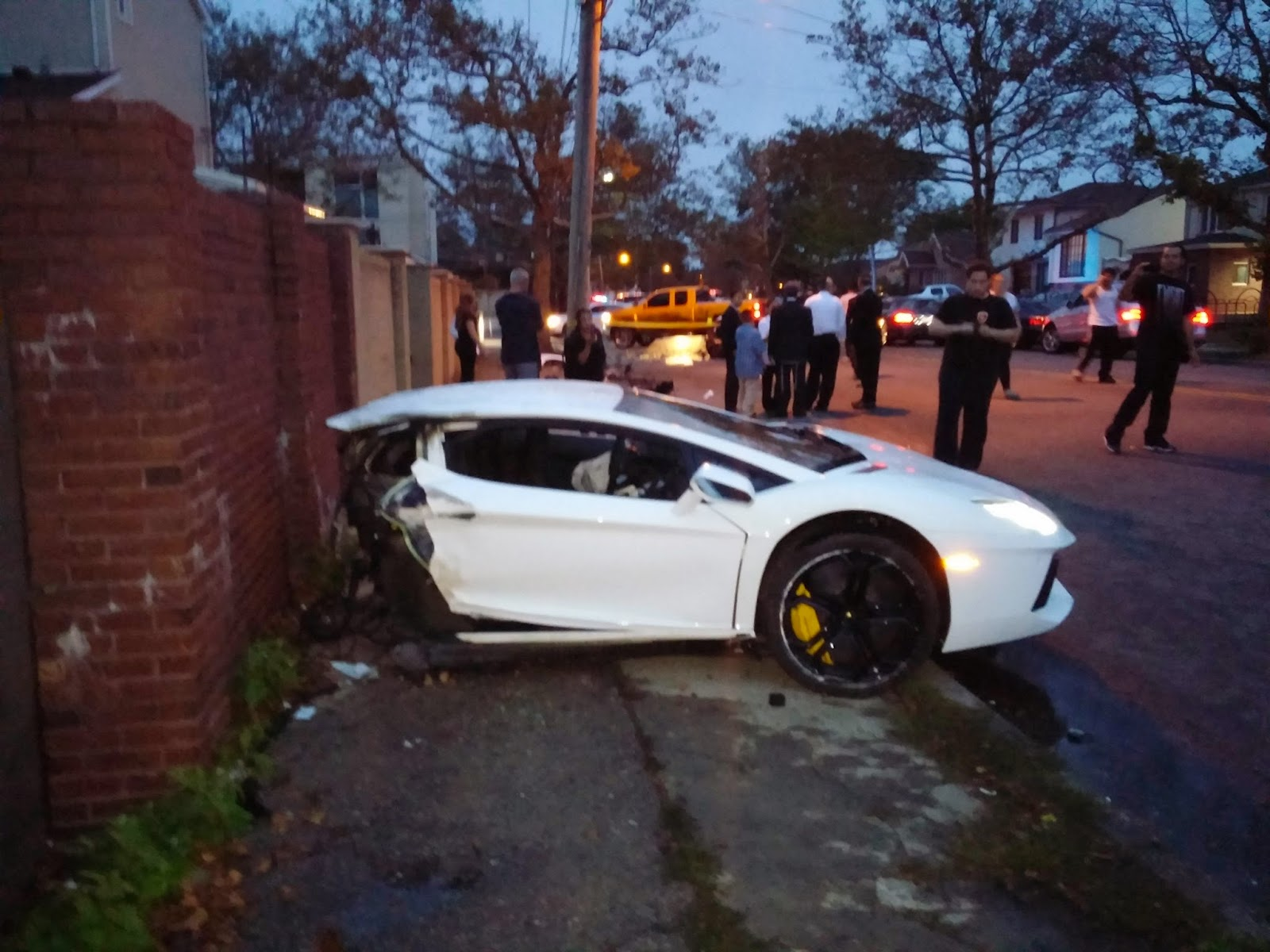 Teen Celebrity News Justin Bieber Crashes Lambo In Los Angeles