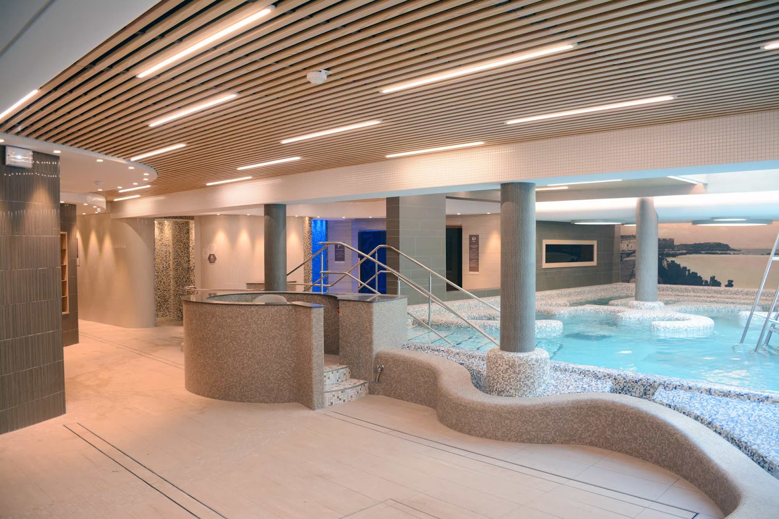 Thermes marins st malo langlois sobreti for Plafond ossature bois
