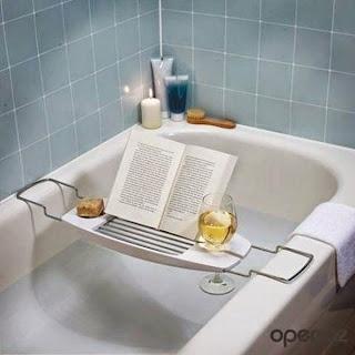 objetos de diseño, apoya libros, bañera