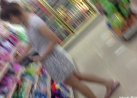 คลิปแอบถ่ายสาวในเซเว่นของจริง ผู้หญิงหน้าตาสวยเห็นกางเกงในลายชัดแจ๋ว คลิปโป๊เสียงไทยเด็ดๆ