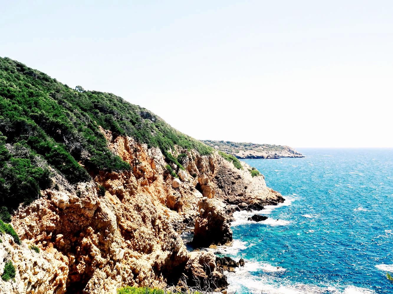 calanque de Port d'Alon - www.hellolaroux.com