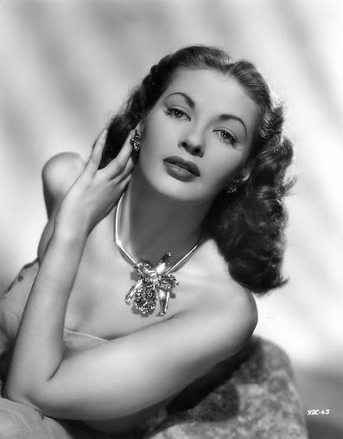 Yvonne_De_Carlo_1946.JPG