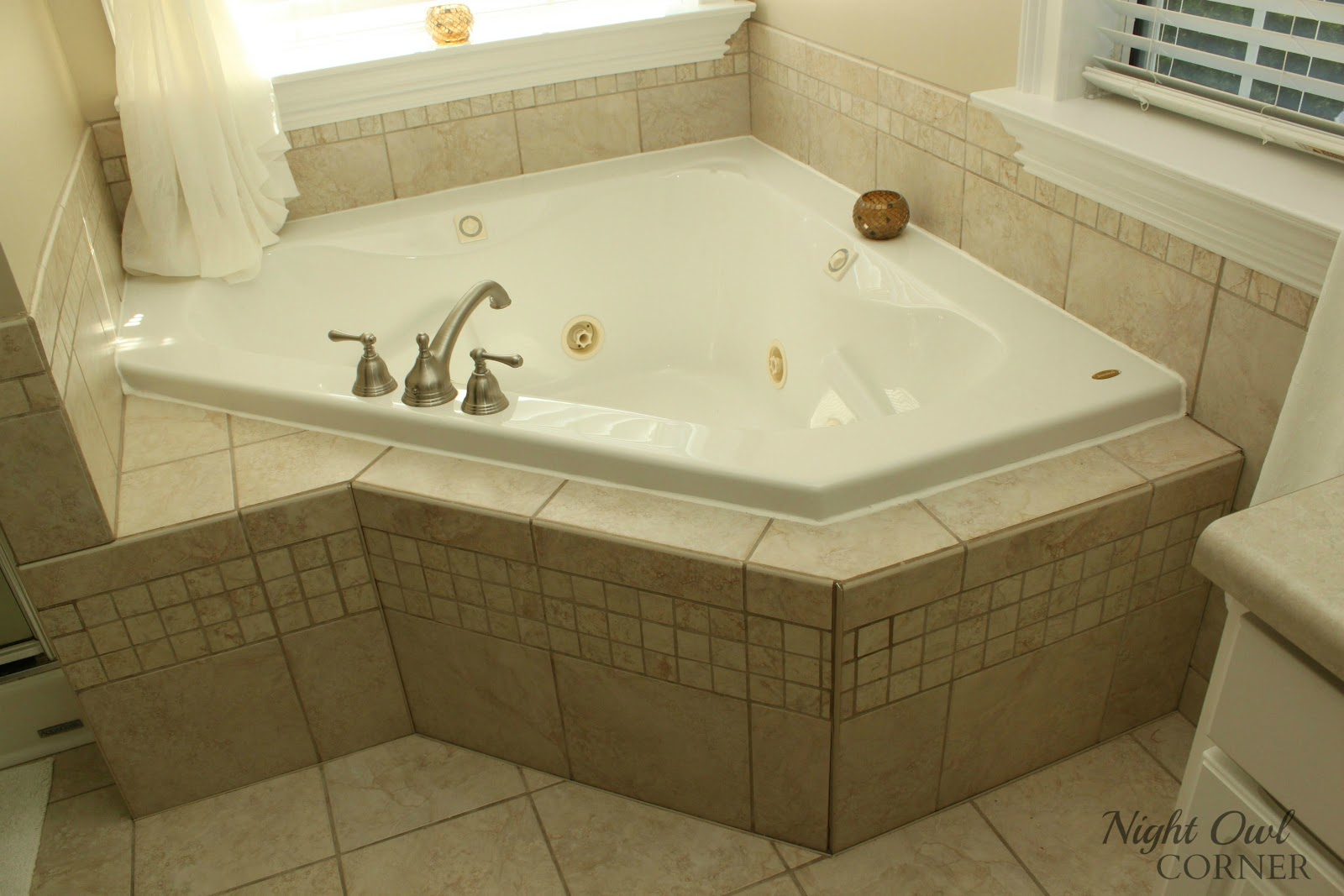 Corner framing around bathtub bing images for Bathroom ideas jacuzzi tub