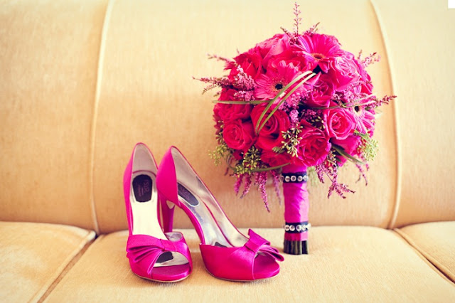casar chic se o sapatos e bouquet