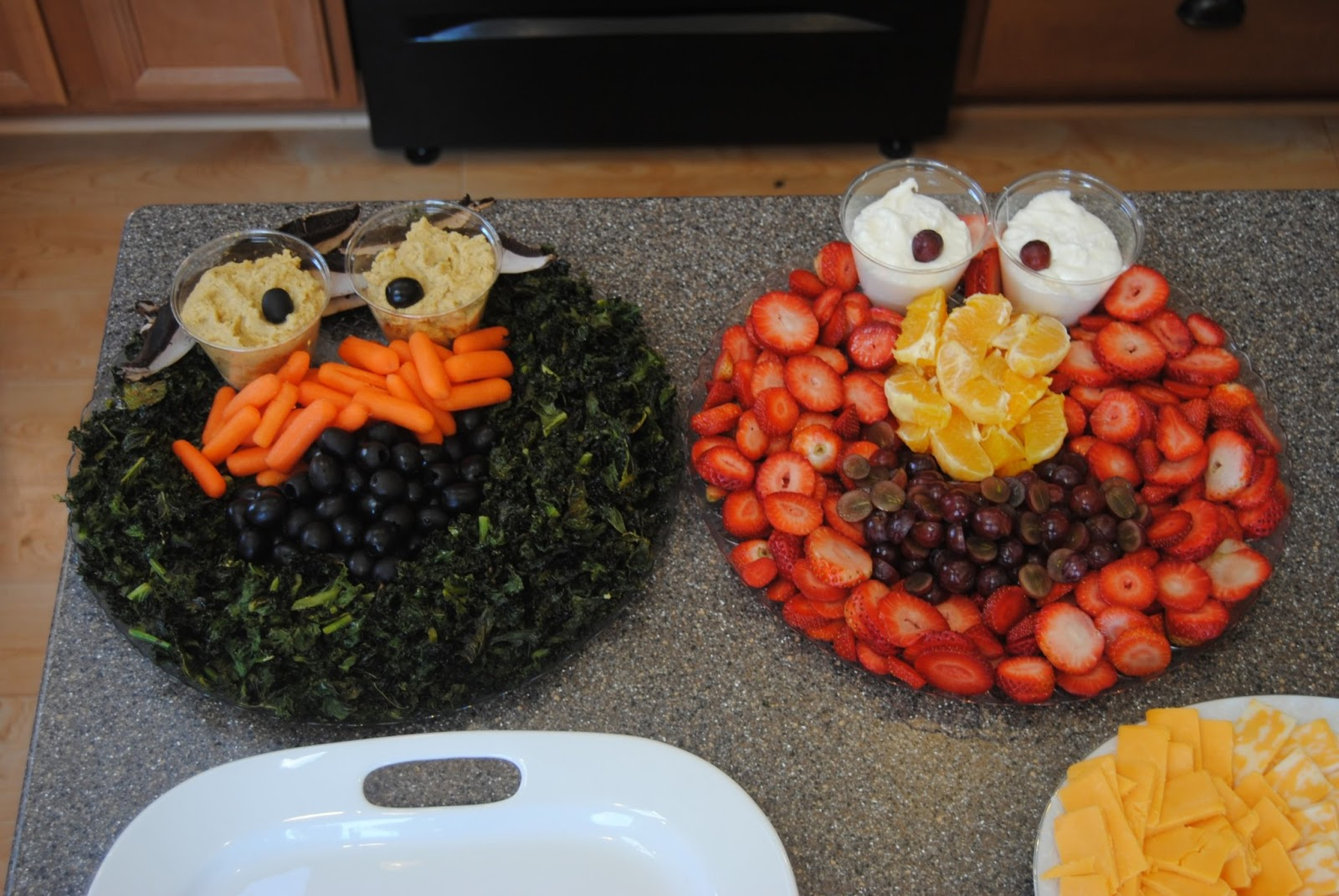 Homemade by holman aubreys elmo birthday party oscar and elmo vegetable and fruit platters filmwisefo