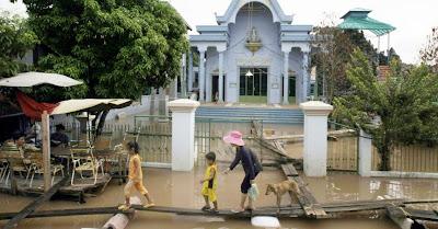 ÁSIA/CAMBOJA - Milhões de mosquiteiros para combater a malária favorecida pelas recentes inundações