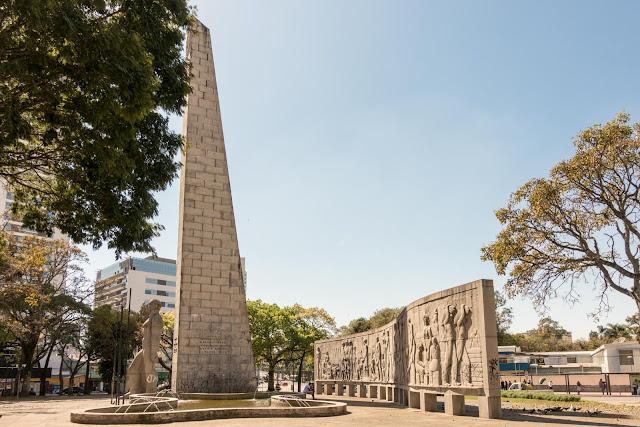 Obelisco na Praça 19 de Dezembro