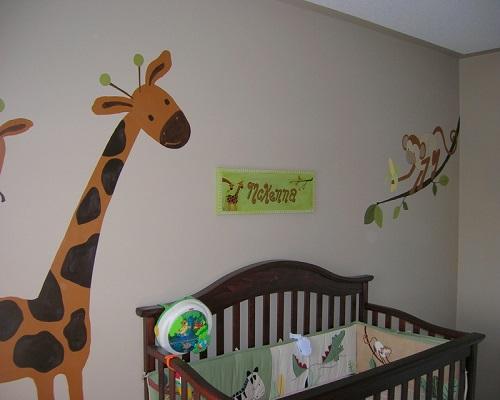 Décoration mur chambre bébé