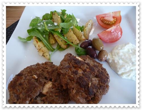 köttfärsbiff med fetaost och soltorkade tomater