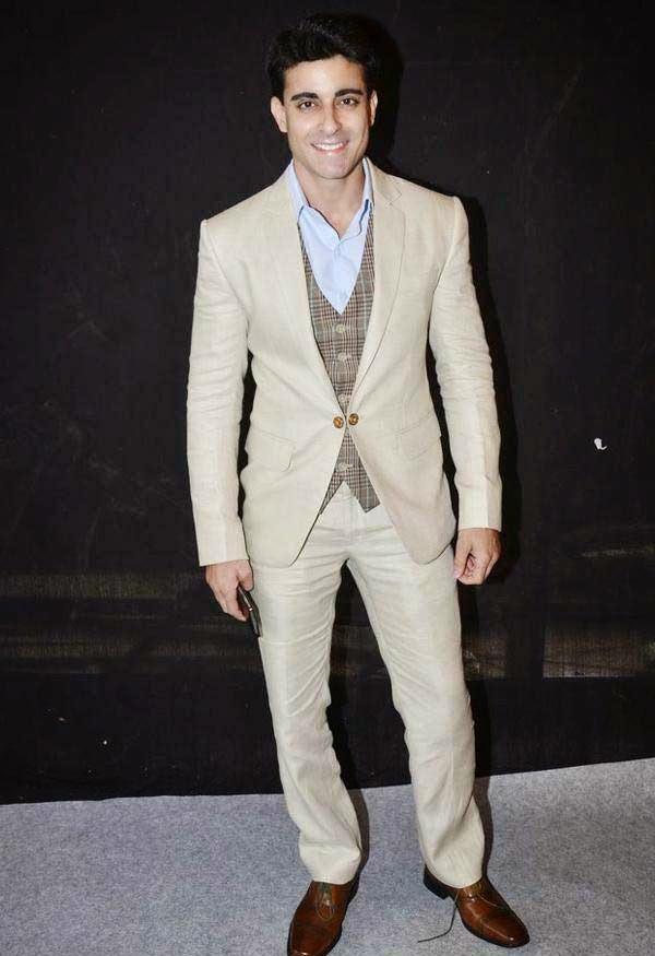 Gautam Rode At The Star Parivaar Awards 2014