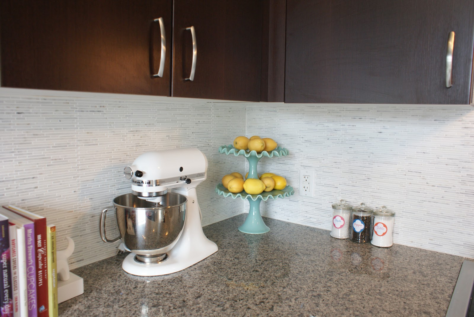 White Marble Tile Kitchen Backsplash