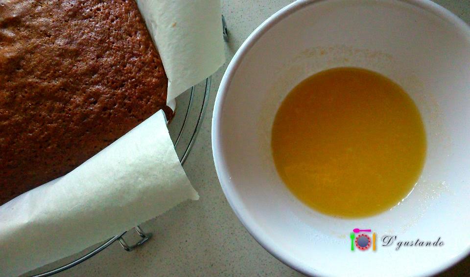 Elaboramos un frosting con azúcar y zumo de naranja