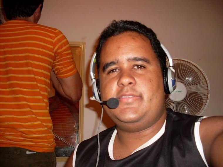 GILBERTO DA PIRAUA FM DE ALAGOA NOVA MAS COLABORA COM O SISTEMA RADIO RAIZES DO NORDESTE FM