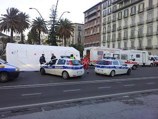 Postrazione delle Forze dell'Ordine in occasione di controlli del tasso alcolemico a Napoli