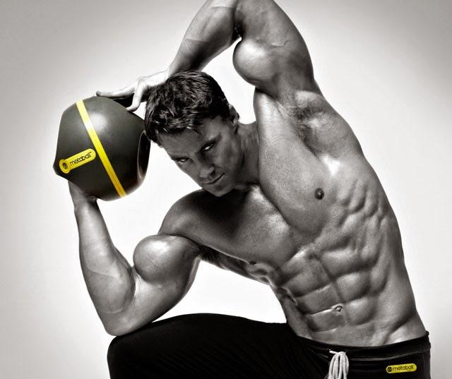 Greg Plitt lançou em 2014 o aparelho de exercício Metaball Fitness System. Foto: Reprodução