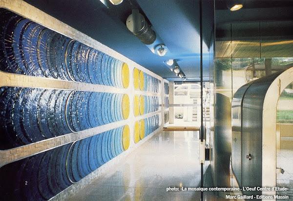 Paris 16eme - Hall d'entrée  Mosaïque et aménagement: L'Oeuf Centre d'Etudes.  Création: 1974  Architectes: Sacuto