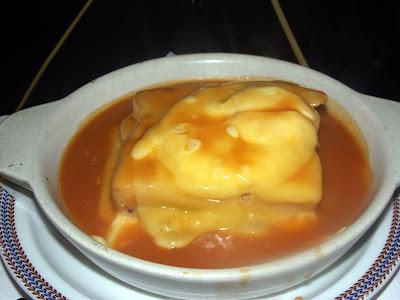 Comer una Francesinha en Oporto