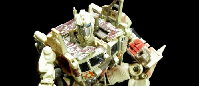 TRU Japan Exclusive Rusty Evasion Mode Optimus Prime
