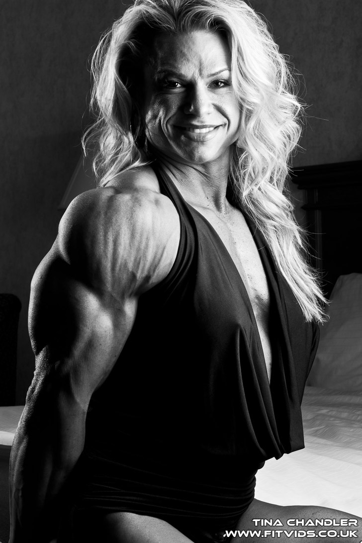 Tina Chandler Flexing Her Shredded Triceps