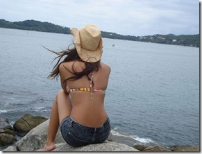 Mulheres Na Praia De Costa