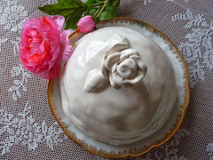 selbstgetöpferte Rosenhaube