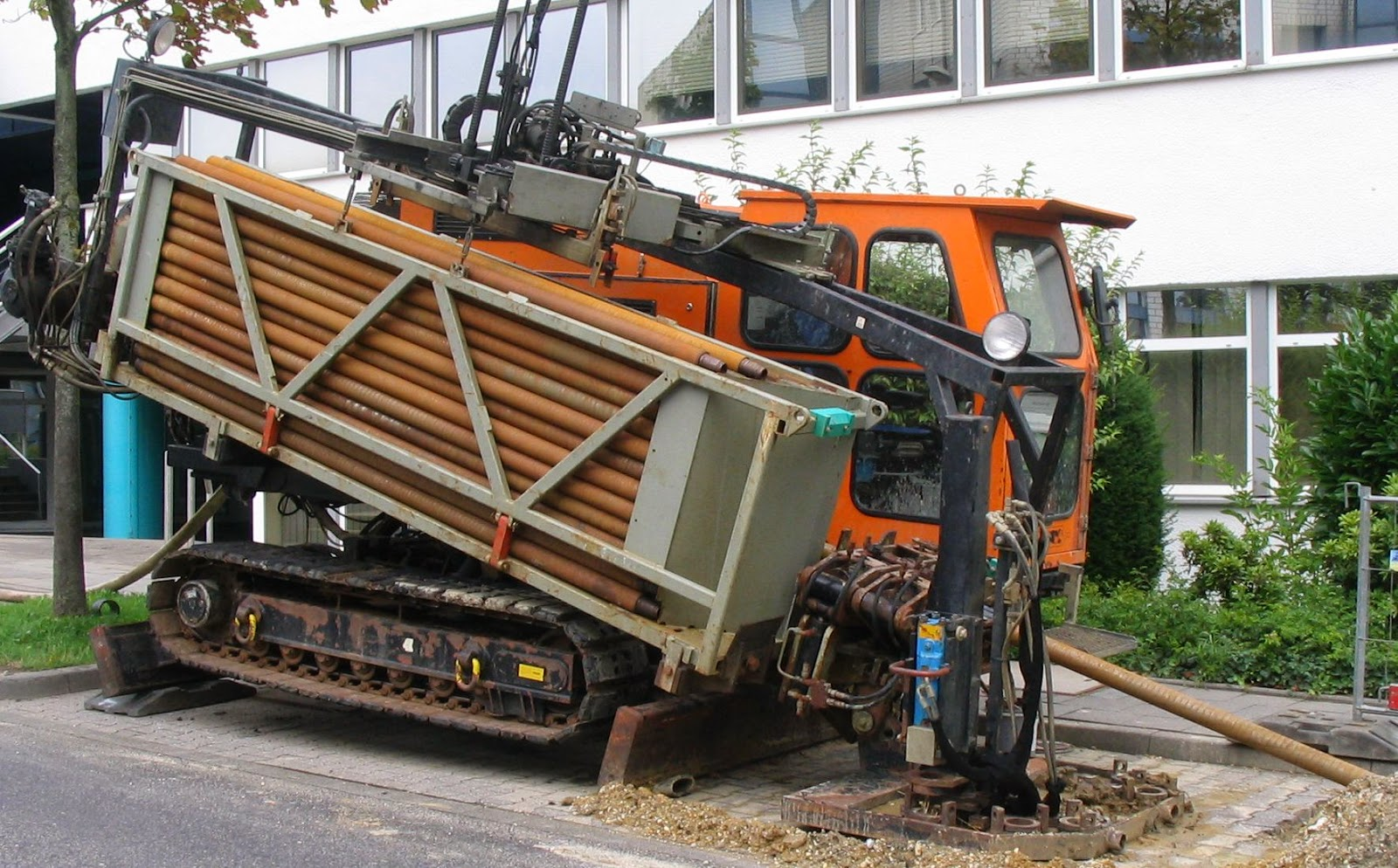 A horizontal drilling vehicle