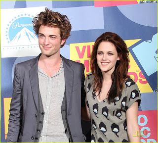 Robert Pattinson and Kristen Steward Smiling HD Wallpaper