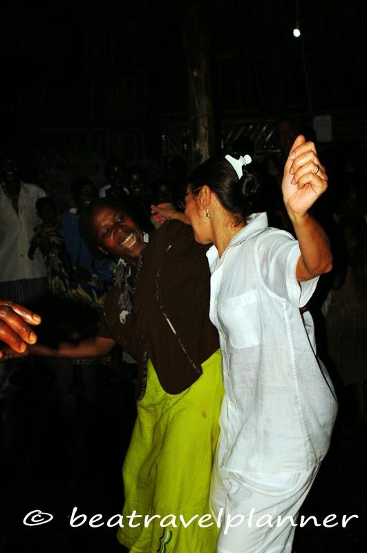 Danze al Cuckooland lodge - Uganda