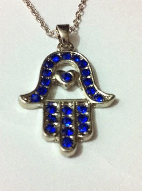 Dije Hamsa metalico piedras azules 2.5 ctms.