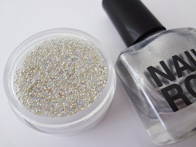 Nail Rock nail caviar manicures moon.