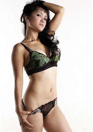 Julia Perez on Kejaksanaan Negeri Jakarta Timur Menyatakan Julia Perez Resmi Buron