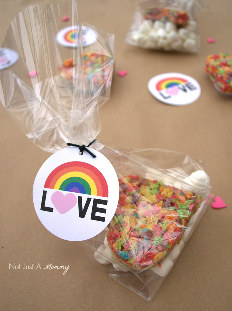 Bag up treats with my free Color of Love printables for Valentine's Day