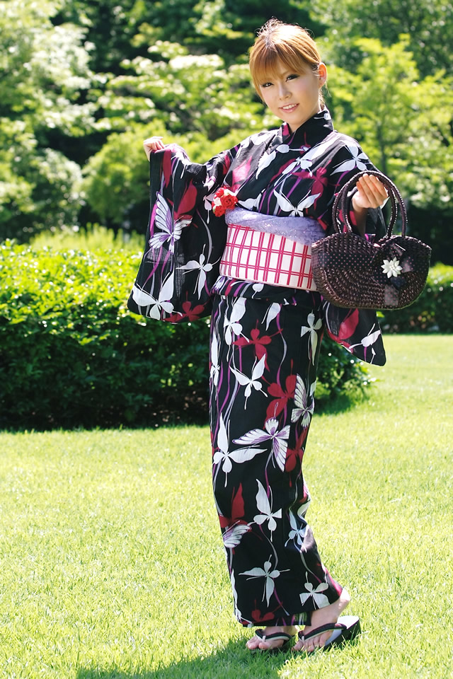 The Yukata is a casual light cotton kimono for wearing in summer. Japanese women can, with some practice, put this kimono on unassisted.