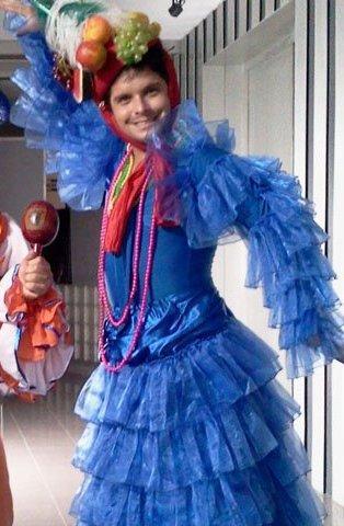 Gian Piero Díaz vestido de mujer en una de sus secuencias televisivas