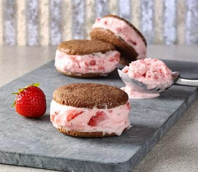 NM strawberry ice cream sandwiches