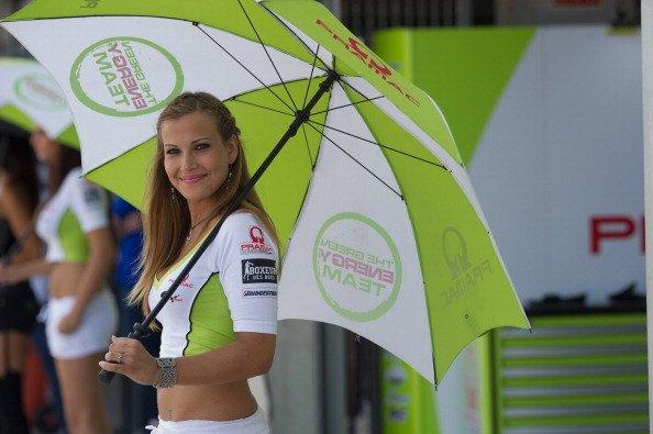 Gadis-gadis Payung di Sirkuit MotoGP