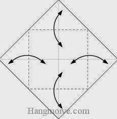 Bước 1: Gấp bốn góc tờ giấy lại để tạo nếp gấp, sau đó mở ra.