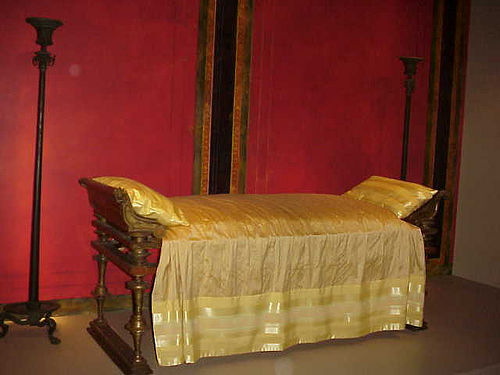 Art and interior special series ancient beds and for Ancient roman interior decoration