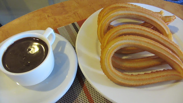 churros with softice and chocolate