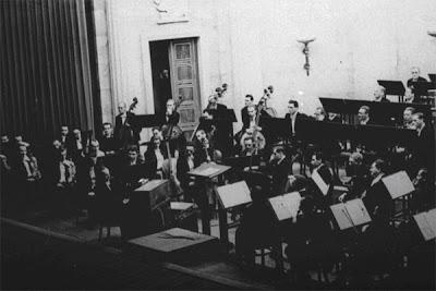 Oskar Sala con el Konzerttrautonium en 1942 junto a la Orquesta de Budapest dirigida por Leo Bochard