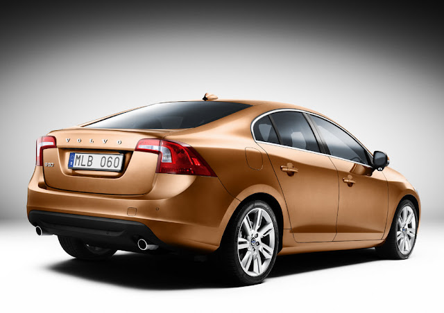 Rear 3/4 view of 2011 Volvo S60