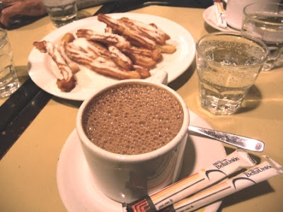 Chocolate con churros en bar Facal
