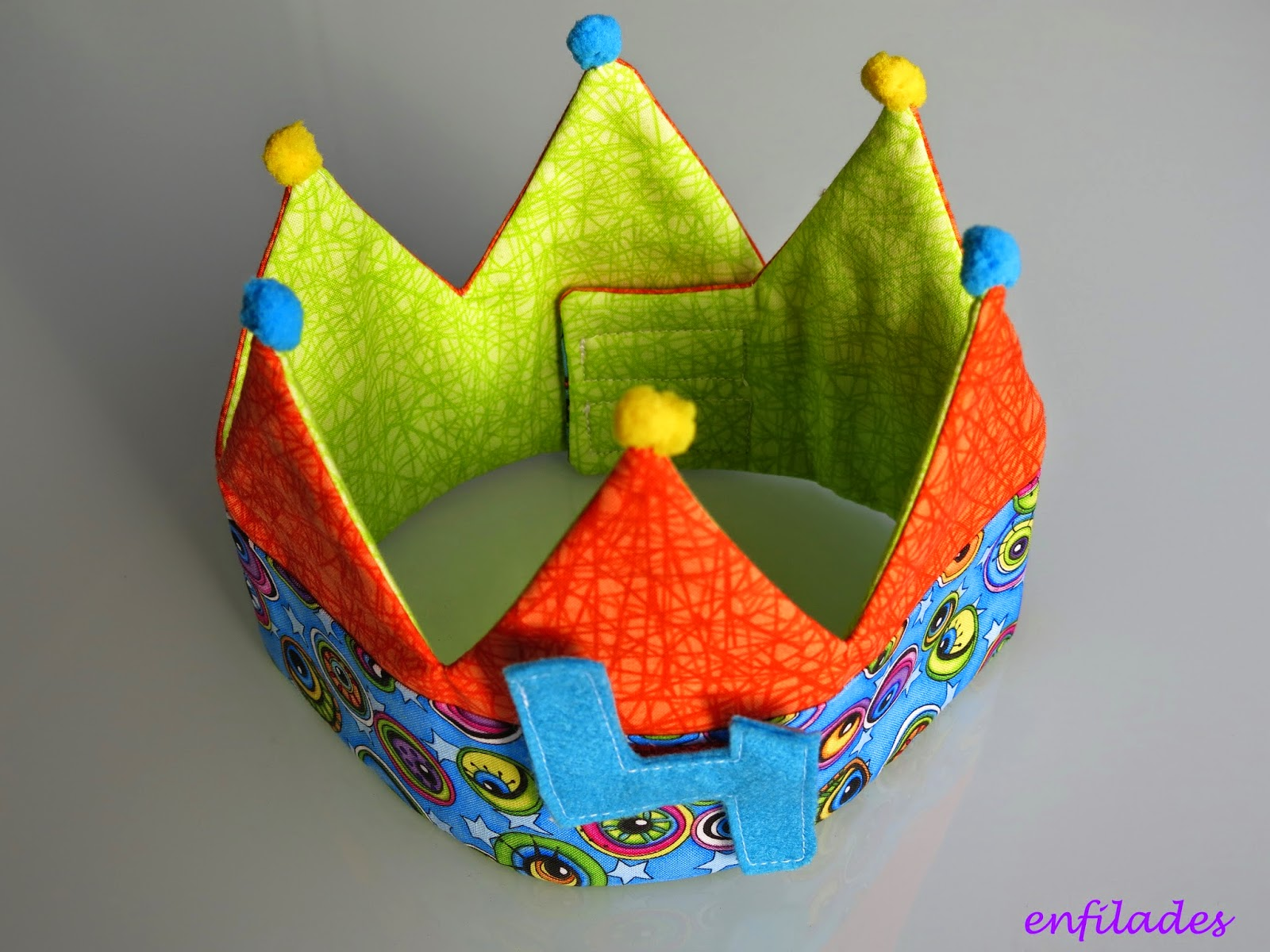 corona d'aniversari Enfilades - cucades personalitzades fetes a mà