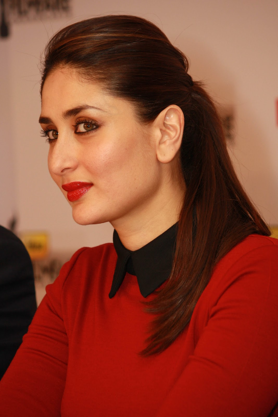Fantastic HD Photos of Kareena Kapoor Khan in Red Dress at 58th Idea Filmfare Awards
