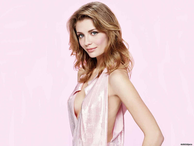 Mischa Barton sexy in pink dress fashion
