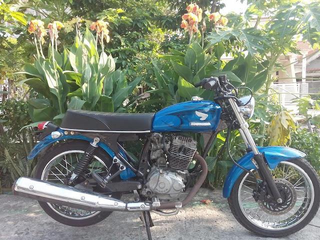 Modifikasi Honda Cb Glatik Biru Kinyis-Kinyis