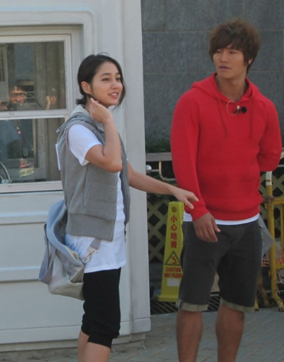 recent photo of actress Lee Ming Jung with Kim Jong Kook on the set ...