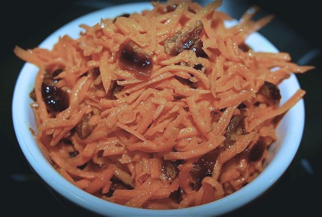 Cafe Style Grated Carrot  Salad: simplelivingeating.com
